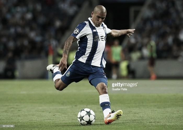 FC Porto: Maxi operado à perna direita