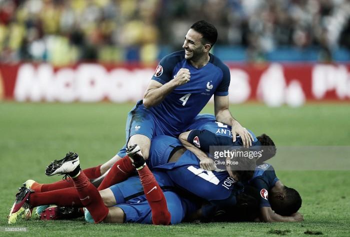 França bate Roménia ao cair do pano: Payet tirou a vitória da cartola na abertura do Euro