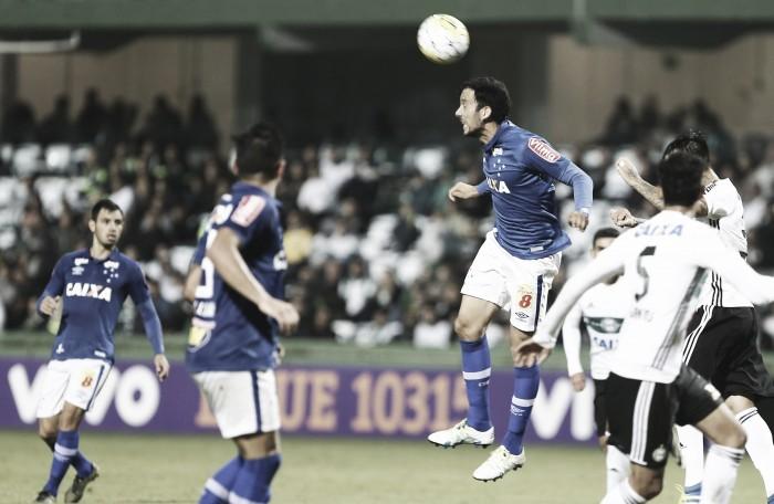 Cruzeiro perde para Coritiba em último jogo de Delamore como técnico interino