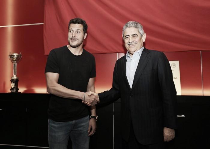 Benfica: Júlio César renova por 2 épocas com as águias