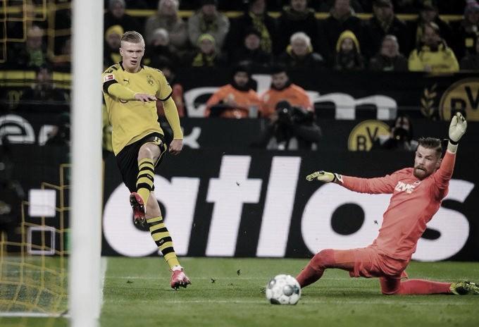 Haaland marca dois, Borussia Dortmund goleia Colônia e sobe na tabela da Bundesliga