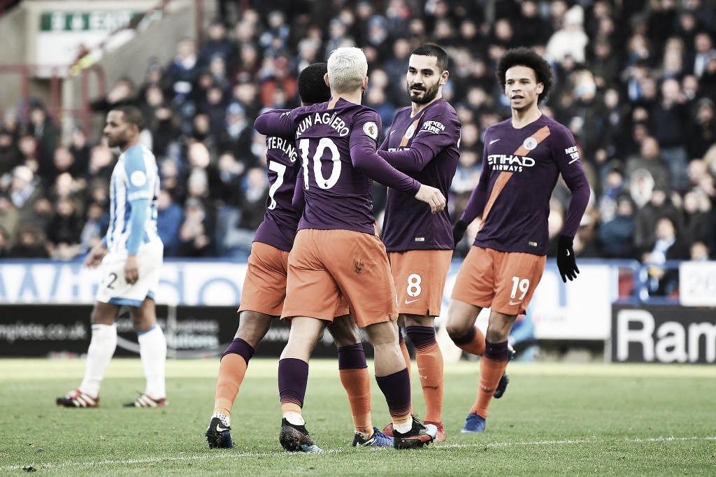 Manchester City vence lanterna Huddersfield e segue na cola do Liverpool