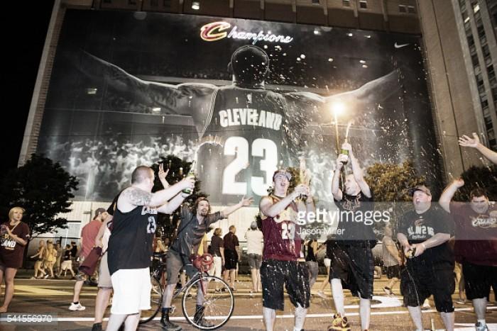 NBA: LeBron James cumpre a promessa e conquista o título para a cidade de Cleveland