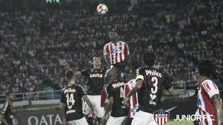 De uniforme e escudo novo, Atlético-PR decide Sul-Americana contra Junior Barranquilla