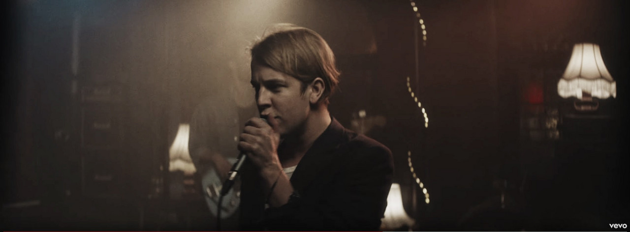 """Tom Odell lanza nuevo vídeo para """"Go Tell Her Now"""""""