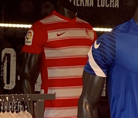 El Granada CF presenta la primera equipación para la temporada 21/22