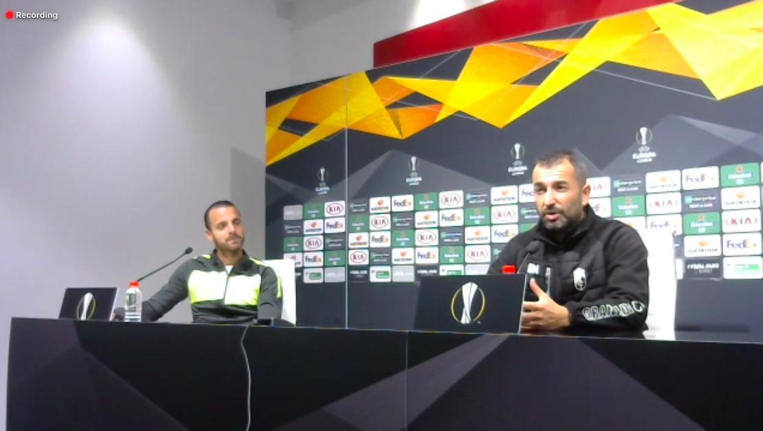 Roberto Soldado y Diego Martínez responden a las preguntas de los periodistas.