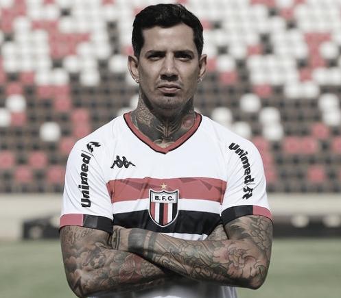 Victor Ramos oficializa acerto com Botafogo-SP e mira temporada de recuperação