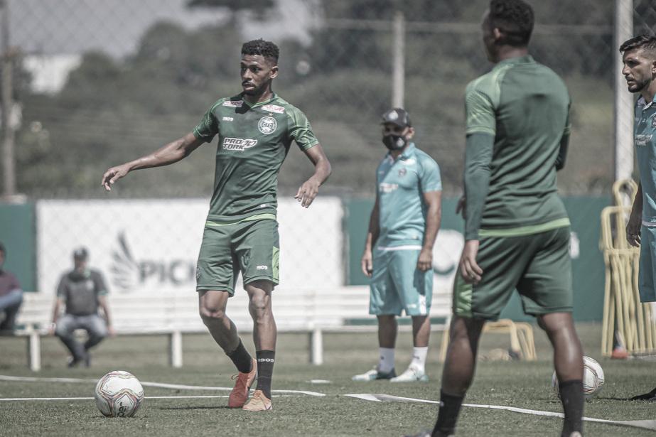 Waguininho exalta titularidade e vê muito potencial no elenco do Coritiba