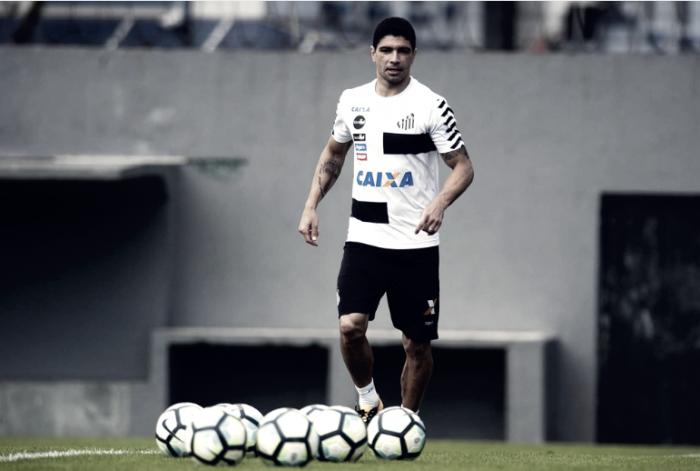 Santos se prepara para duelar contra Cruzeiro, e volante Renato volta ao time titular