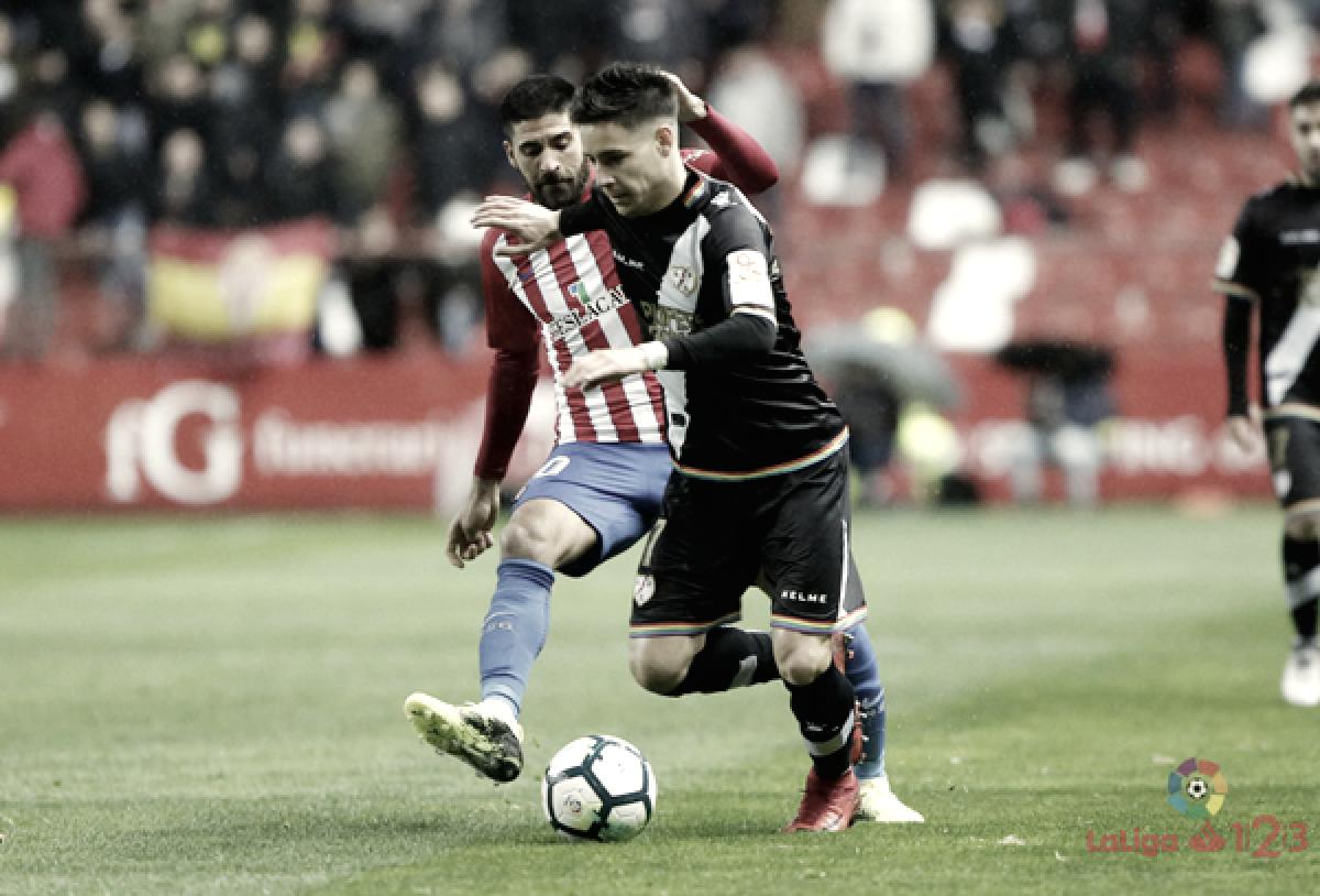 Álex Moreno sigue ganando galones en el lateral izquierdo