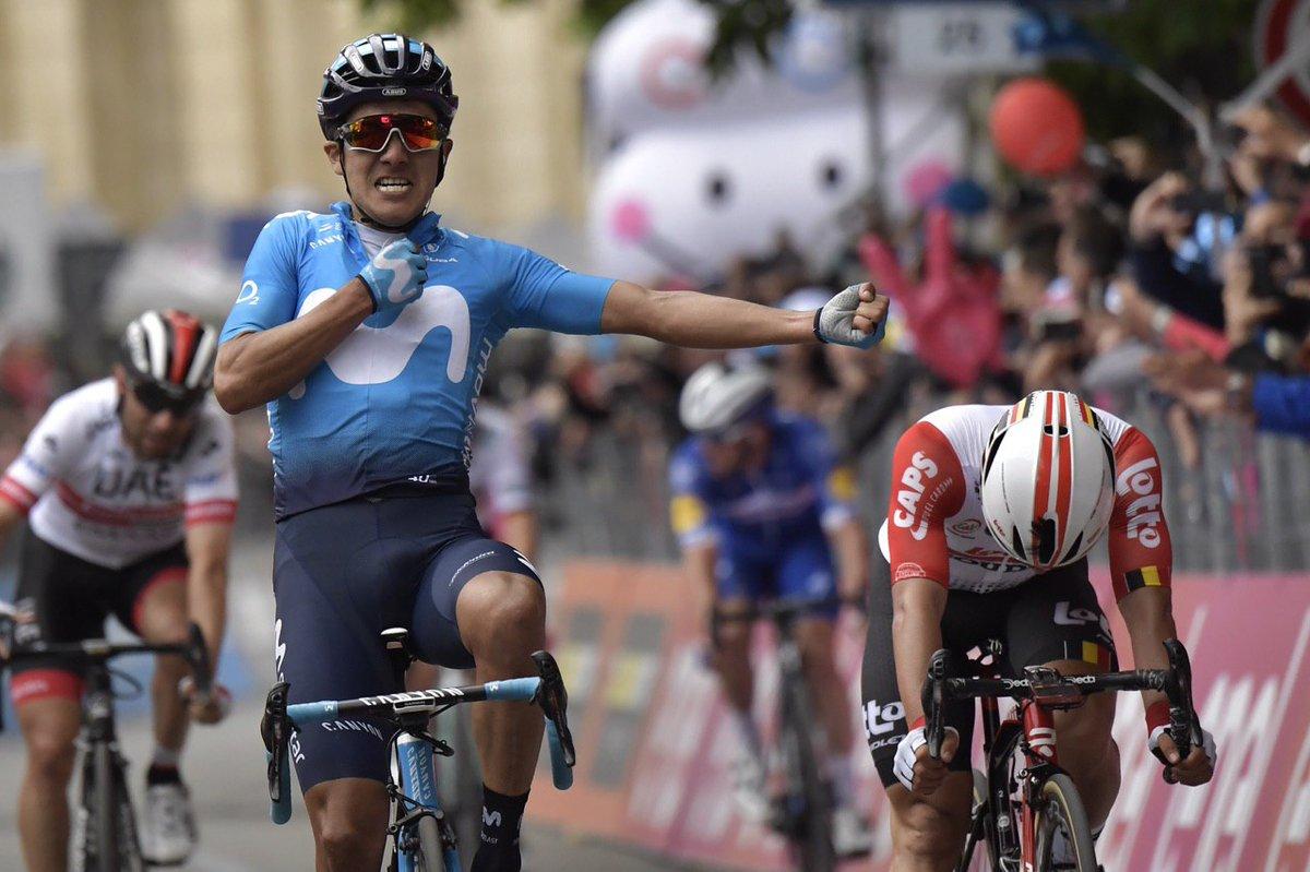 Giro d'Italia: Carapaz beffa i velocisti. Dumoulin cade e perde 4'