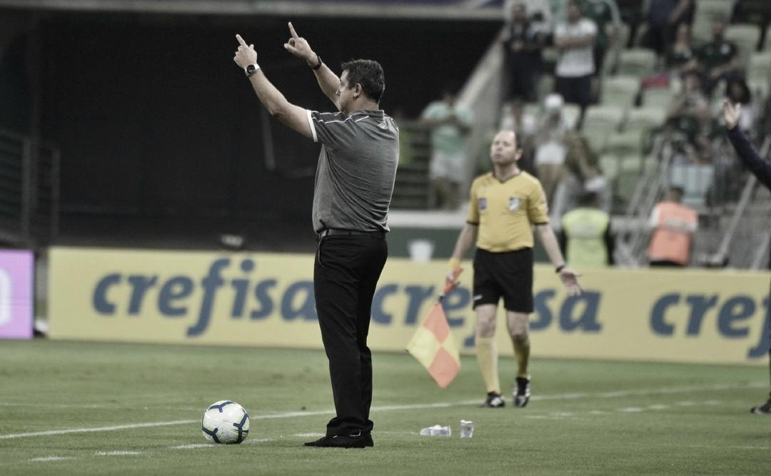 """Derrota para o Palmeiras faz Marquinhos Santos criticar VAR: """"Tem peso de camisa"""""""