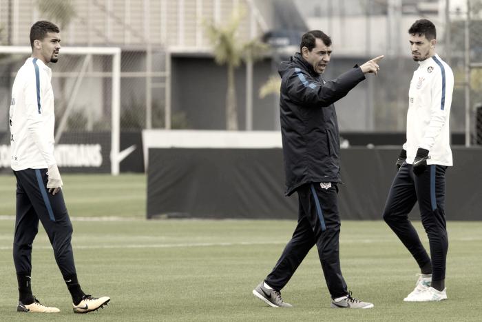 Com novidades, Fábio Carille revela equipe que enfrenta Chapecoense fora de casa
