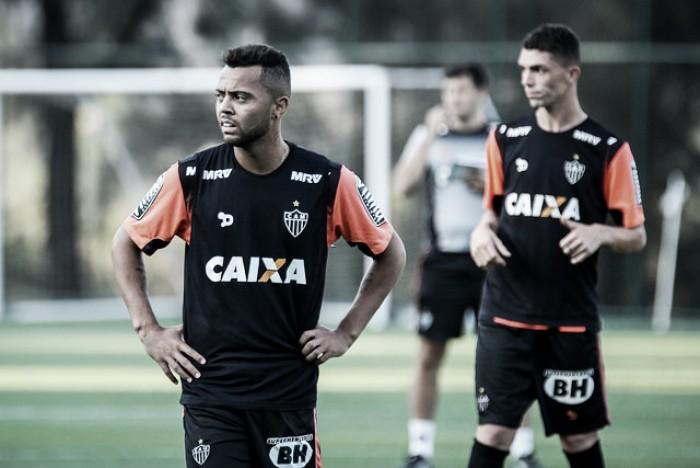 Rafael Carioca dedica convocação a avó e agradece 'ajuda' de Levir Culpi