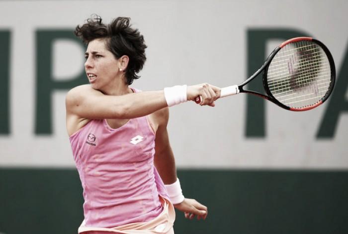 French Open: Carla Suarez Navarro moves into the fourth round with win over Elena Vesnina
