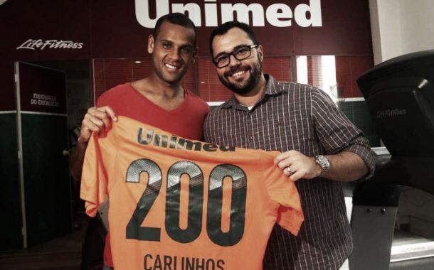 Contra o Atlético-PR, Carlinhos completa marca histórica de 200 jogos pelo Flu