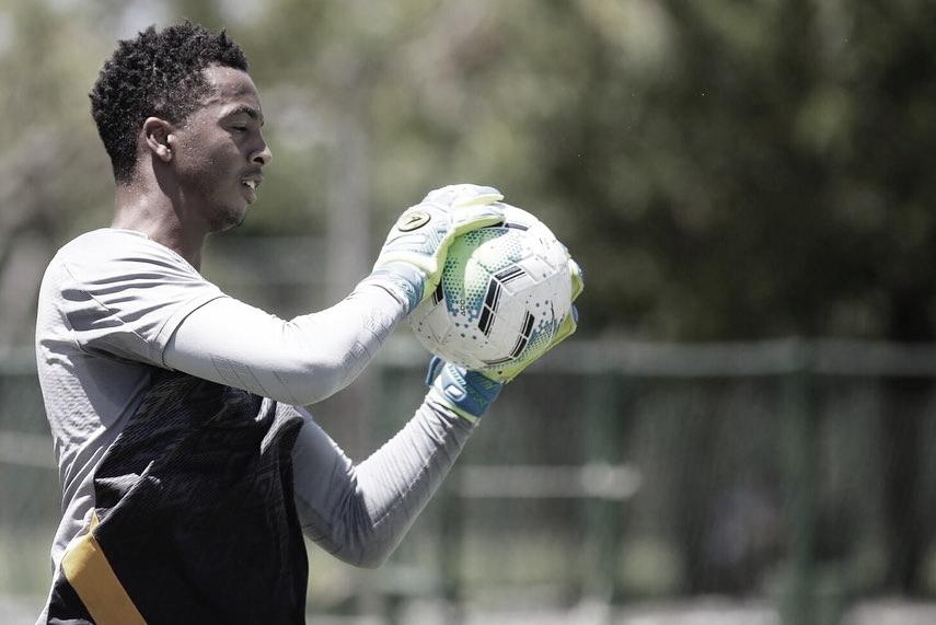 Totalmente recuperado de cirurgia, goleiro Carlos Eduardo mira retorno à titularidade do Sport