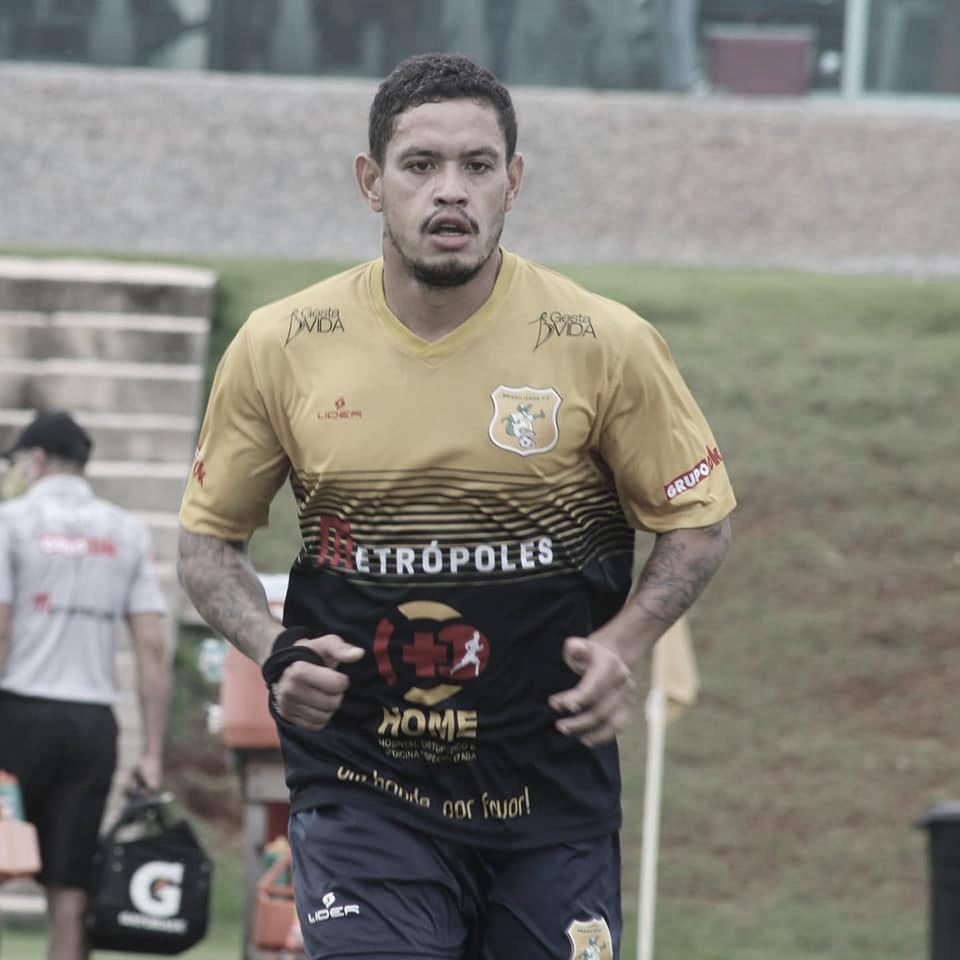 Carlos Eduardo comenta crescimento no Brasiliense com mudança de temporada