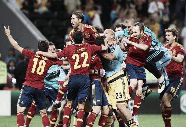 Casillas y Cesc evitan la catástrofe en la lotería de los penaltis ante una Portugal combativa