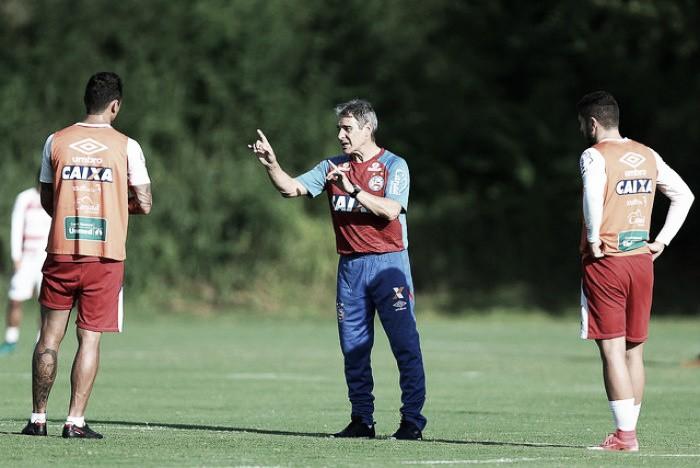Com direito a novo esquema, Carpegiani comanda treino tático e escala time ofensivo