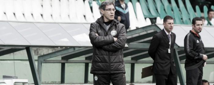 Carpegiani aprova desempenho do Coritiba no empate contra Cruzeiro
