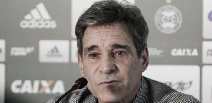 """Carpegiani exalta virada do Coritiba diante do Santos e afirma: """"Esse é o time que eu quero"""""""