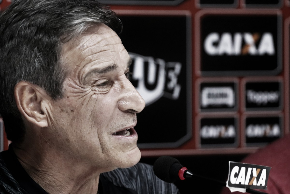 Carpegiani analisa triunfo do Vitória e elogia Neilton: ''Fez a melhor partida dele comigo''