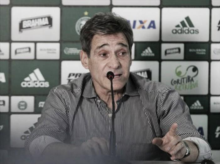 """Carpegiani avalia rendimento do Coritiba como satisfatório, porém destaca: """"Tratamos a bola muito mal"""""""