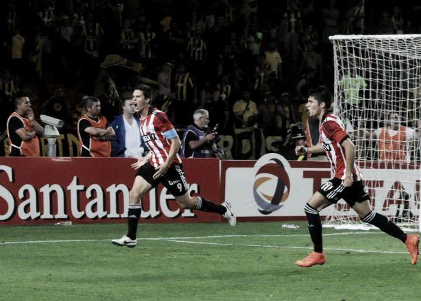 No jogo de ida, Estudiantes vence Peñarol pela Sul-Americana com gol no último minuto