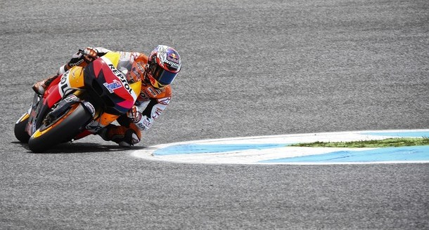 MotoGP: Stoner in pole, scontro fra Edwards e De Puniet