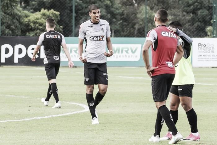 Recuperados de lesão, Léo Silva e Luan voltam aos treinos no Atlético-MG