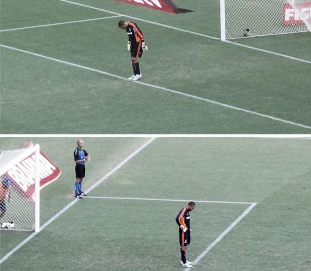 Por marcas feitas no gramado, Cavalieri leva cartão amarelo antes do início da partida
