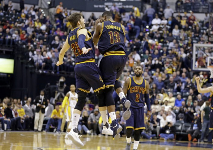 NBA - Le triple di Korver e l'energia di James e Irving annichiliscono i Pacers