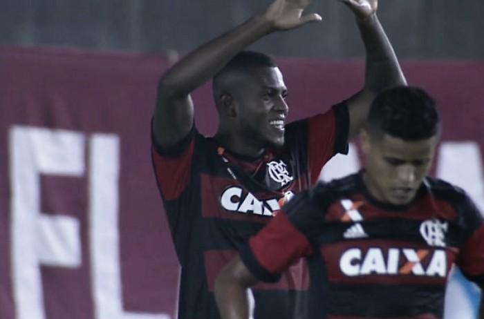 Sem dificuldades, Flamengo domina Macaé e garante primeira vitória no Carioca