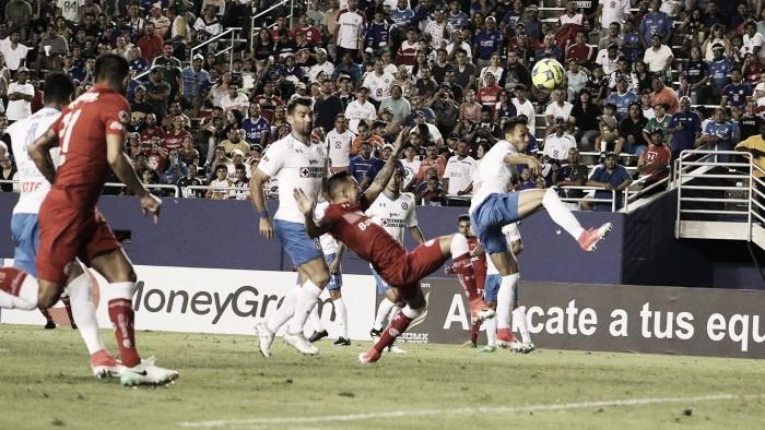 Cruz Azul presenta a Felipe Mora que llevará la