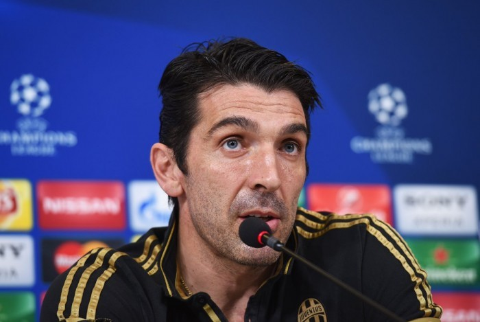 """Buffon su Conte: """"E' il migliore, non mi sorpende che stia dominando in Premier League"""""""