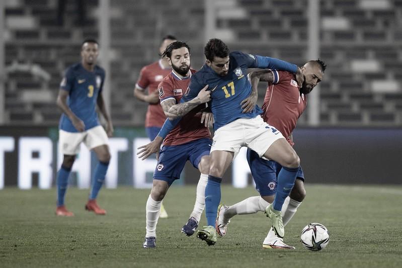 Brasil joga mal, mas vence Chile fora de casa com gol de Everton Ribeiro