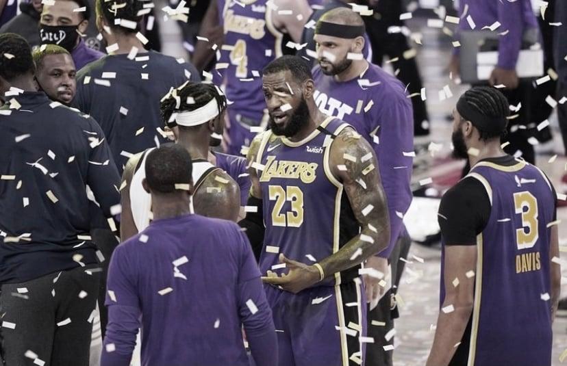 LeBron James festeja la victoria. Vía: NBA.com