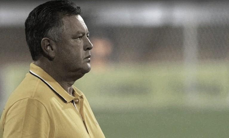 Após empate com Vila Nova, Roberto Cavalo lamenta erros da equipe e garante melhora