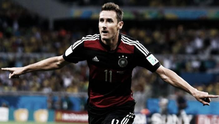 Aos 38 anos, Miroslav Klose anuncia aposentadoria e almeja carreira como técnico
