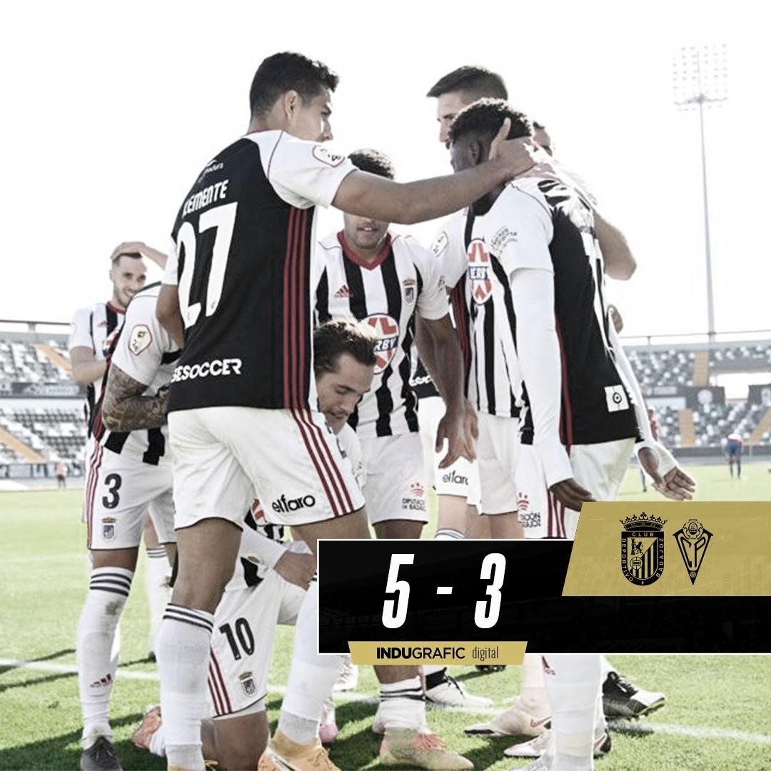 Los jugadores del CD Badajoz celebrando el gol de Corredera//Foto: CD Badajoz