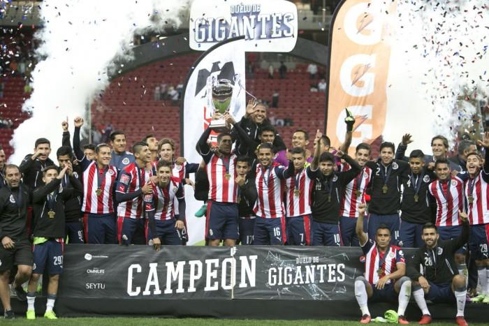 Chivas se 'agiganta' y vence a Boca en penales