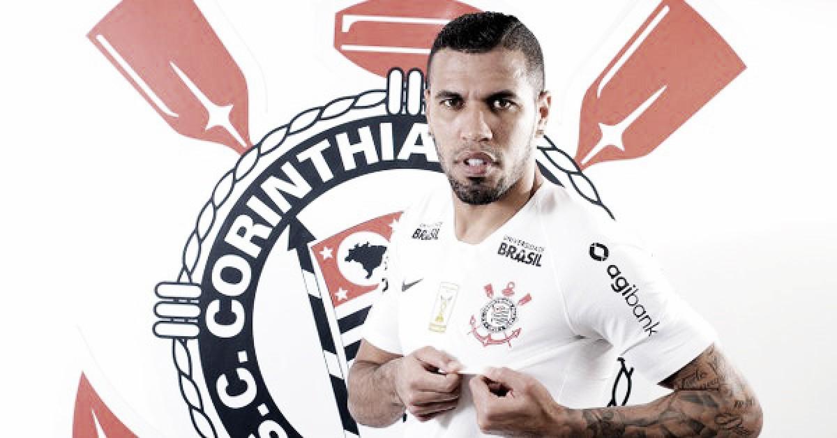 Na busca por um artilheiro, Corinthians anuncia contratação de Jonathas, ex-Hannover