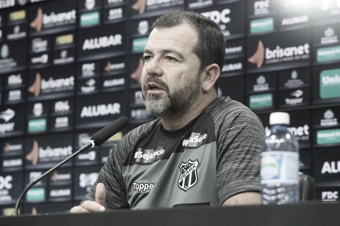 Enderson critica VAR em lance polêmico e fala em 'jeitinho' contra o Ceará