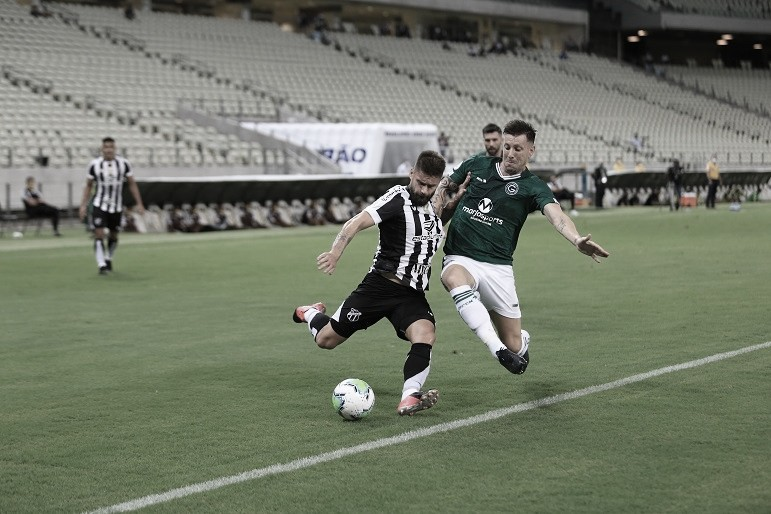 Nos acréscimos, Goiás arranca empate com Ceará e deixa lanterna do Brasileirão