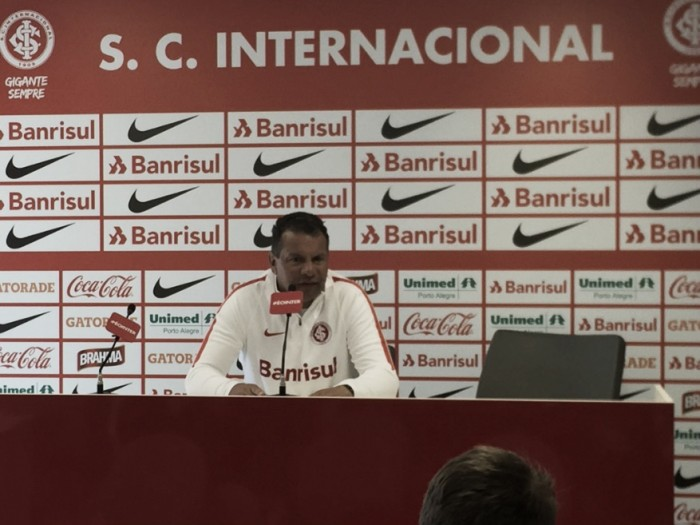 Celso Roth aponta evolução mesmo com eliminação na Copa do Brasil