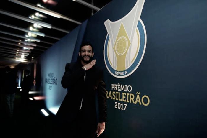 """Presidente do Corinthians anuncia desistência da contratação de Dourado: """"Não querem liberar"""""""