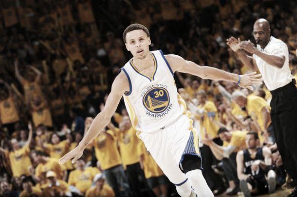 Stephen Curry é eleito MVP da temporada 2014/15 da NBA