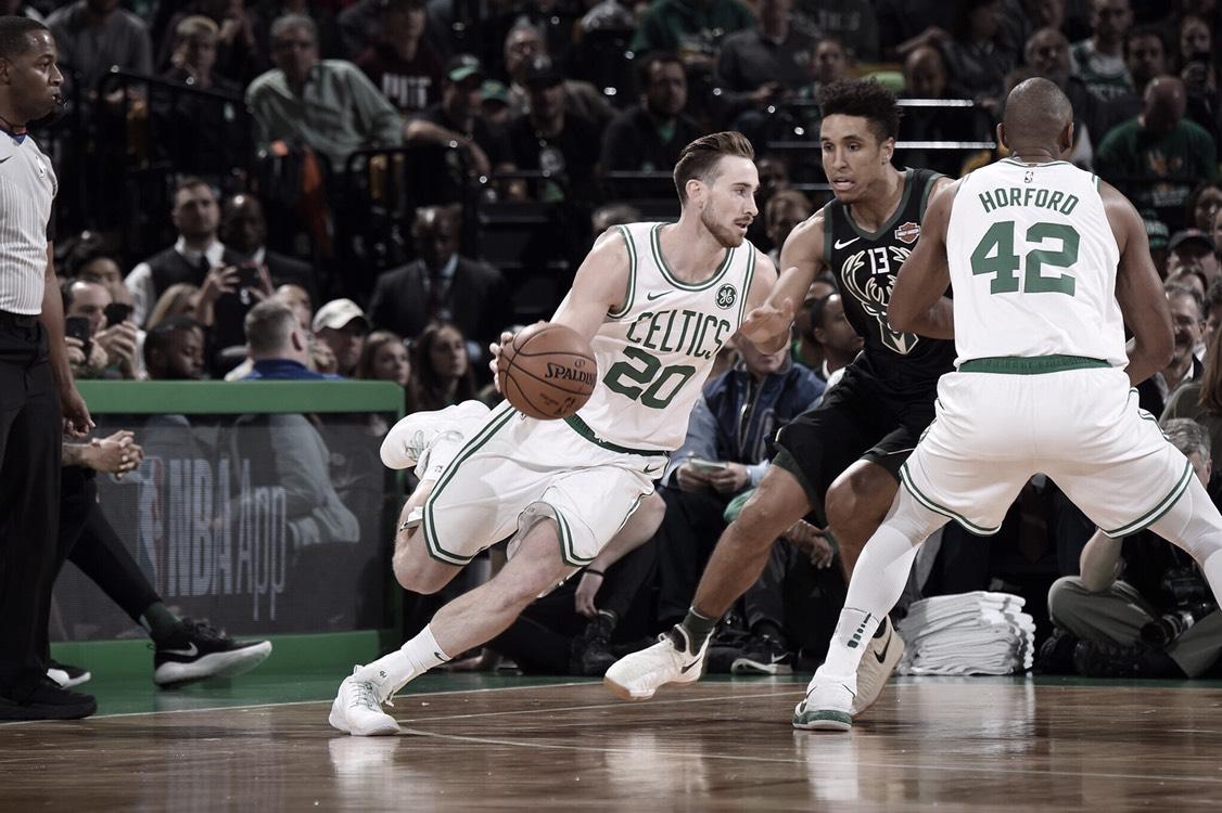 Celtics bajan de la nube a los Bucks